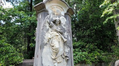INCREDIBLE TOMBSTONES IN THIS ROADSIDE CEMETERY IN GEORGIA PART 1